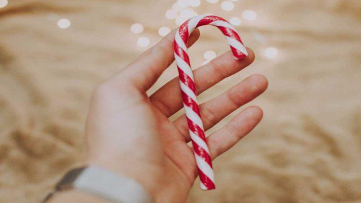 クリスマス飾りの赤白シマシマの杖の意味や由来は?