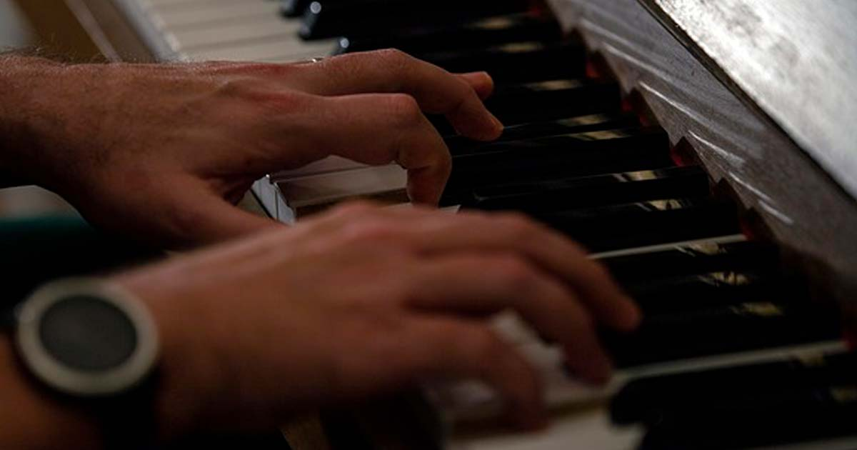 中村倫也のピアノの実力や経験は?練習動画がイケメン