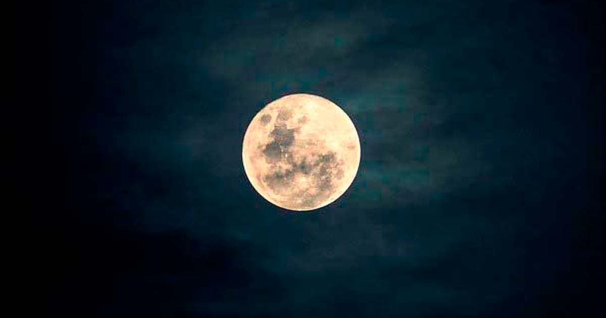 """赤い大きな満月を""""怖い/苦手/不気味""""に思うのはなぜ?"""
