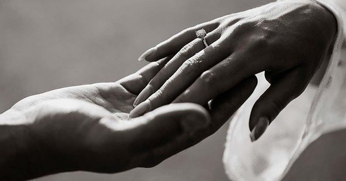 アリアナ・グランデのダイヤの婚約指輪の値段に驚き!ブランドは?
