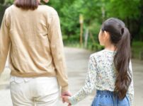 菊池桃子の娘サユがカワイイ!乳児期の病気や障害とは?